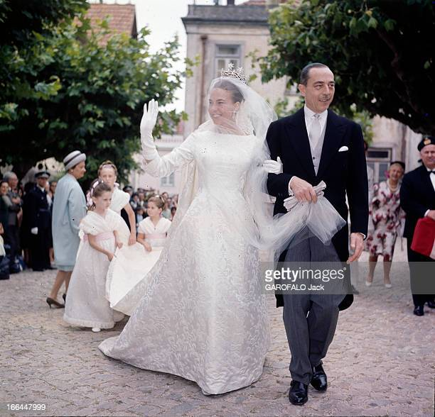 The Marriage Of Princess Claude Of France And Duke Amedee Aosta Cintra 12 juillet 1964 Lors de son mariage à l'église 'Sao Pedro' devant ses...