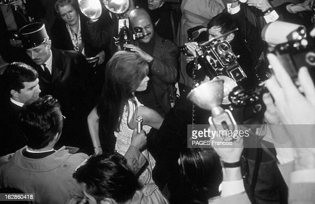 The Marriage Of Raquel Welch And Patrick Curtis France 15 février 1967 mariage de l'actrice américaine Raquel WELCH et du réalisateur et producteur...