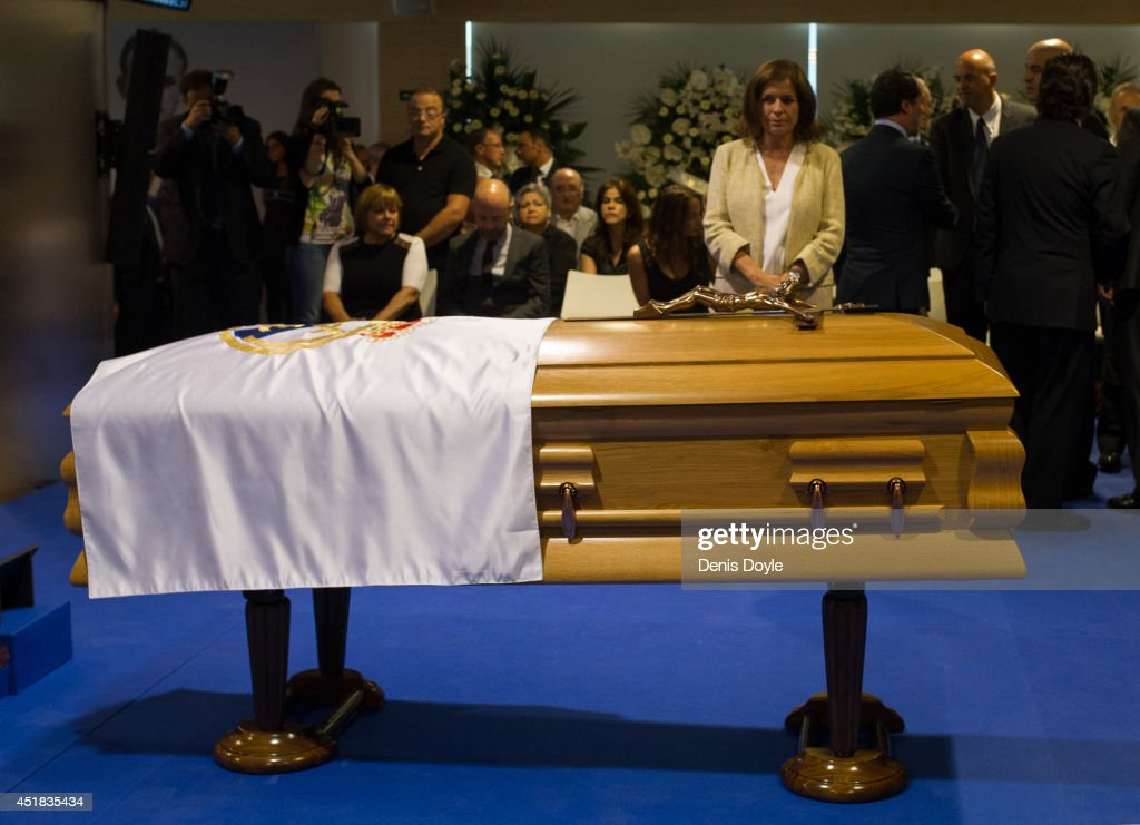 The Mayor of Madrid, <a gi-track='captionPersonalityLinkClicked' href=/galleries/search?phrase=Ana+Botella&family=editorial&specificpeople=235432 ng-click='$event.stopPropagation()'>Ana Botella</a> pays her respects during the wake for former Real Madrid great Alfredo Di Stefano at the Santiago Bernabeu stadium on July 8, 2014 in Madrid, Spain. Di Stefano, who won 5 successive European Cups for Real died July 7 aged 88 in Madrid after earlier suffering a heart attack.
