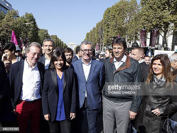 The Mayor of Paris Anne Hidalgo poses for a photograph with the Mayor of Bristol George Ferguson the Mayor of Brussels Yvan Mayeur the Mayor of Sao...