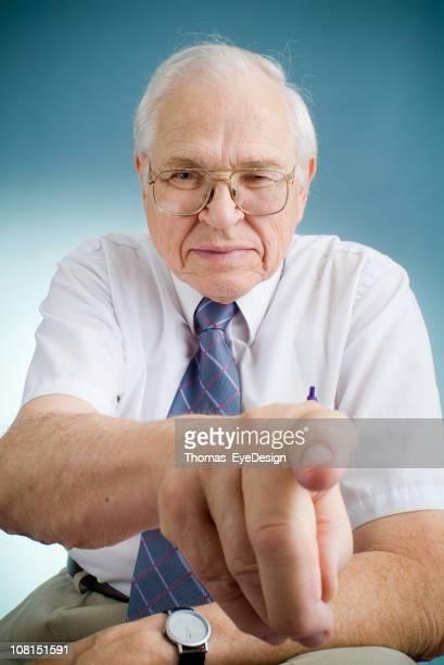 Signifie le professeur