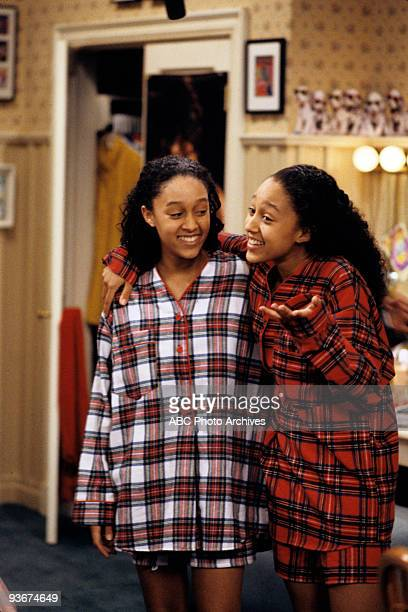 SISTER SISTER 'The Meeting' Season One 4/1/1994 Separated at birth twin girls Tia and Tamera unexpectedly encounter each other in a clothing store...