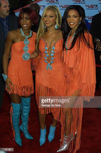 The members of Destiny's Child arrive at the MTV Video Music Awards September 6 2001 in New York City