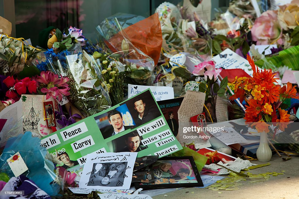 CONTENT] The memorial to Cory Monteith in Vancouver, BC. The photo depicts photos of Cory set amongst a profusion of flower bouquets.