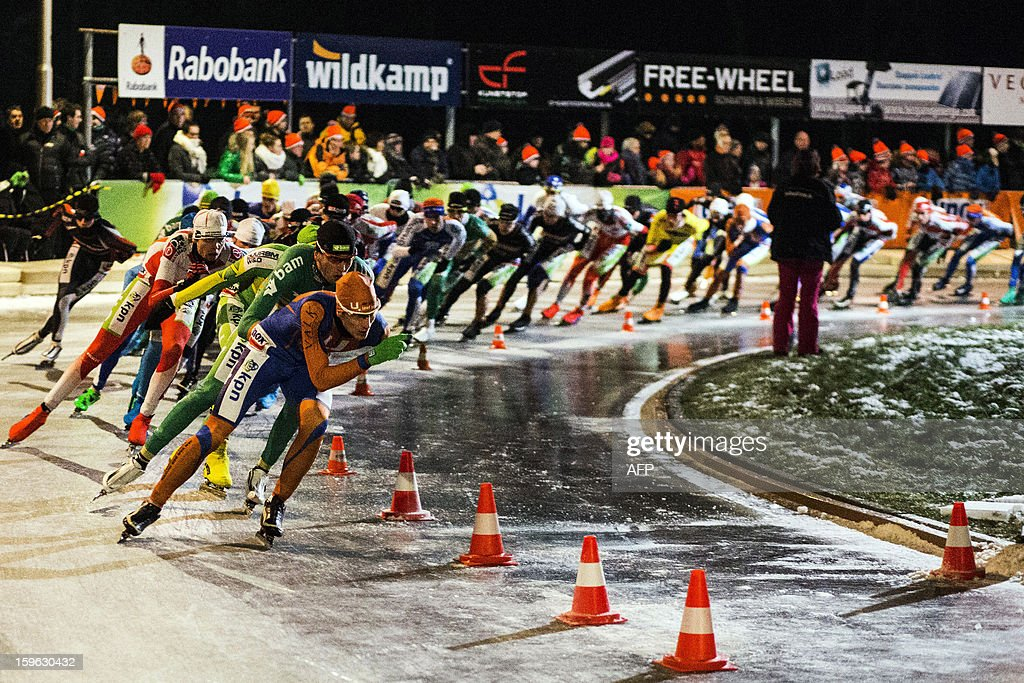 The men's pack compete during the third marathon on natural ice at the ice rink of skating club Ons Genoegen in Gramsbergen on January 17, 2013. The contest was cancelled due to the bad quality of the ice. AFP PHOTO/ANP VINCENT JANNINK netherlands out