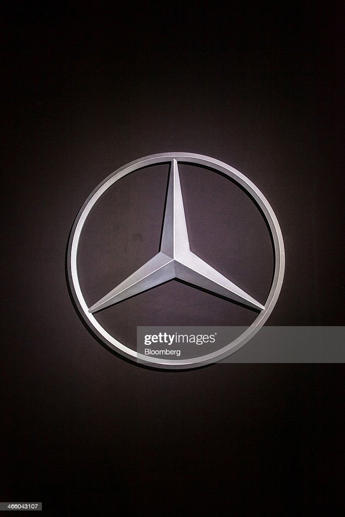 Daimler ag unveil the new mercedes benz v class truck for Mercedes benz credit corp