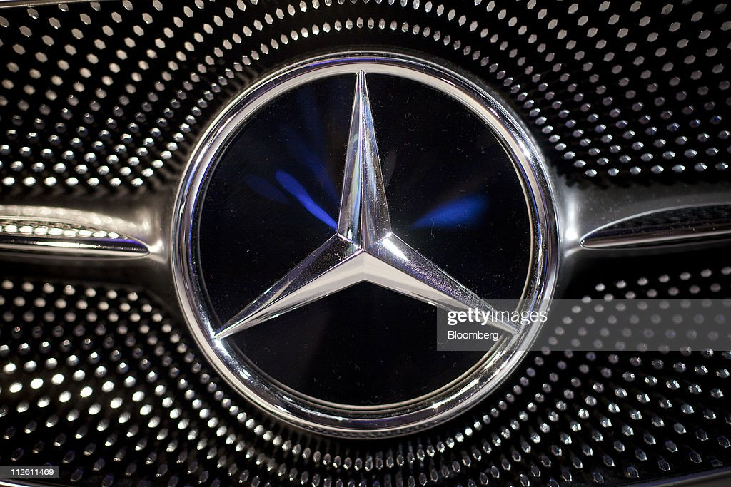 Mercedes benz manhattan dealership event vehicle reveal for Mercedes benz credit corp