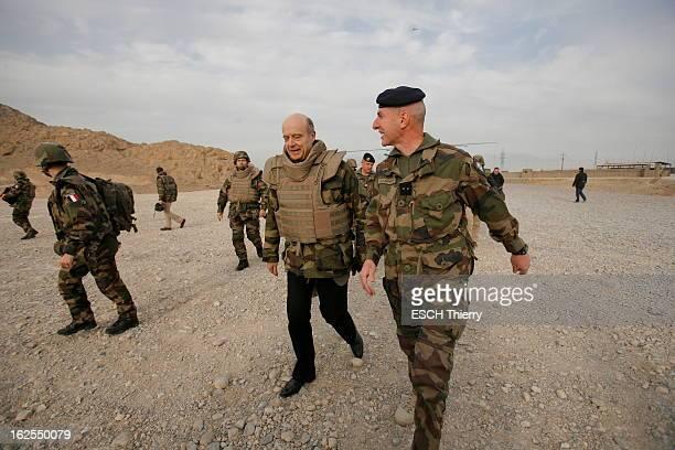 The Minister Of Defense Alain Juppé In Afghanistan For Christmas With The Military Le ministre de la défense Alain JUPPE à fêté Noël avec les...