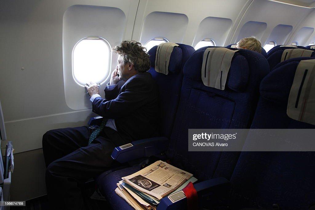 The Minister Of Ecology Jean-louis Borloo. Jeudi 30 septembre 2010, dans l'avion pour Marseille : Jean-Louis BORLOO, ministre de l'Ecologie, de l'Energie, du Développement durable et de la Mer, regardant par le hublot, sa revue de presse posée à son côté. Un article laissant penser que pour lui, au prochain remaniement, ce sera Matignon ou rien, le met en rage.