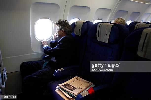 The Minister Of Ecology Jeanlouis Borloo Jeudi 30 septembre 2010 dans l'avion pour Marseille JeanLouis BORLOO ministre de l'Ecologie de l'Energie du...