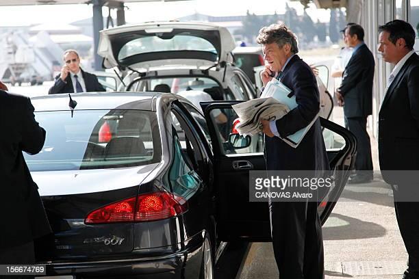 The Minister Of Ecology Jeanlouis Borloo Jeudi 30 septembre 2010 sur le tarmac de l'aéroport de Marseille JeanLouis BORLOO ministre de l'Ecologie de...