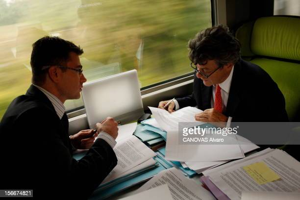 The Minister Of Ecology Jeanlouis Borloo Mardi 28 septembre 2010 dans le train pour Bordeaux JeanLouis BORLOO ministre de l'Ecologie de l'Energie du...