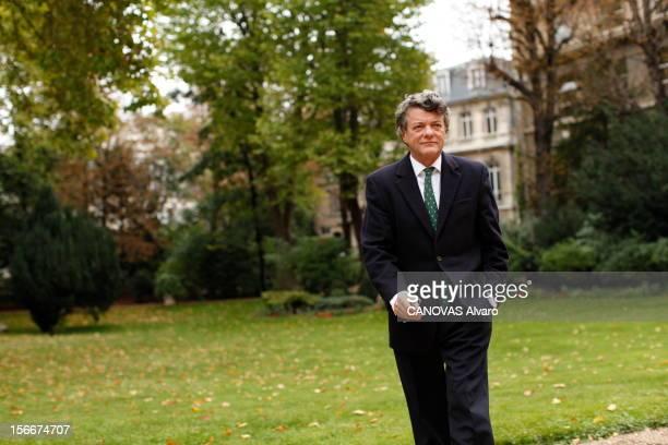 The Minister Of Ecology Jeanlouis Borloo Paris samedi 2 octobre 2010 JeanLouis BORLOO ministre de l'Ecologie de l'Energie du Développement durable et...