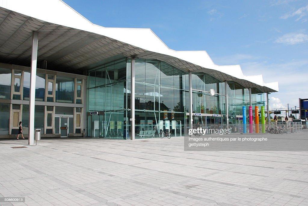 The modern station of Sint-Niklaas : Foto de stock
