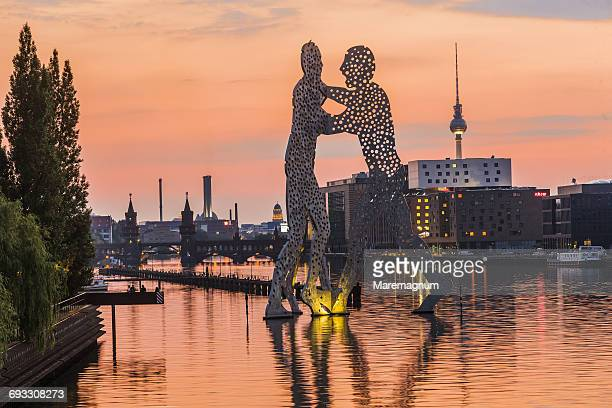 The Molecule Man on the Spree river