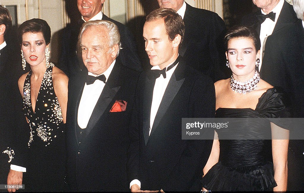 The Monegasque royal family visit Los Angeles 1997 From left to right Princess Caroline Prince Rainier Prince Albert and Princess Stephanie
