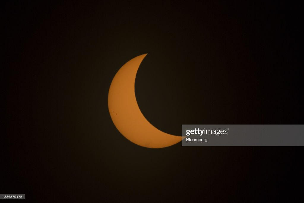 The moon moves in front of the sun prior to totality during a solar eclipse viewed from the campus of Southern Illinois University (SIU) in Carbondale, Illinois, U.S., on Monday, Aug. 21, 2017. Millions of Americans across a 70-mile-wide (113-kilometer) corridor from Oregon to South Carolina will see the sky darken as the sun disappears from view total during the eclipse, with Carbondale seeing totality for 2 minutes and 38 seconds. Photographer: Daniel Acker/Bloomberg via Getty Images