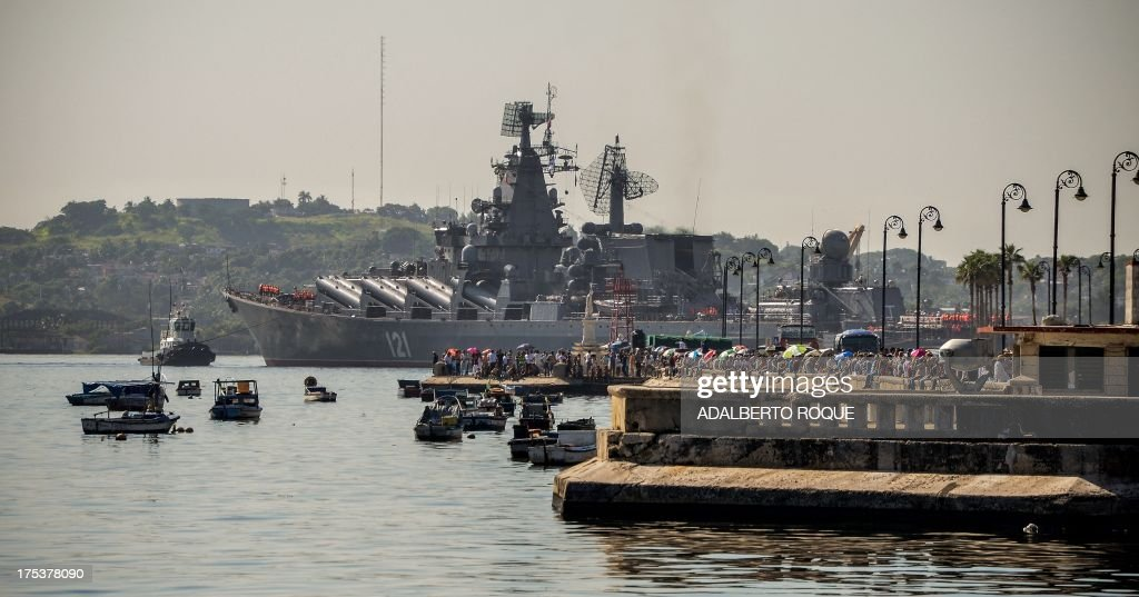 The 'Moskva' Russian guide missile cruiser moors at Havana's harbour, on August 3, 2013. The vessel is part of a three-ship group in official visit to Cuba. AFP PHOTO/Adalberto ROQUE