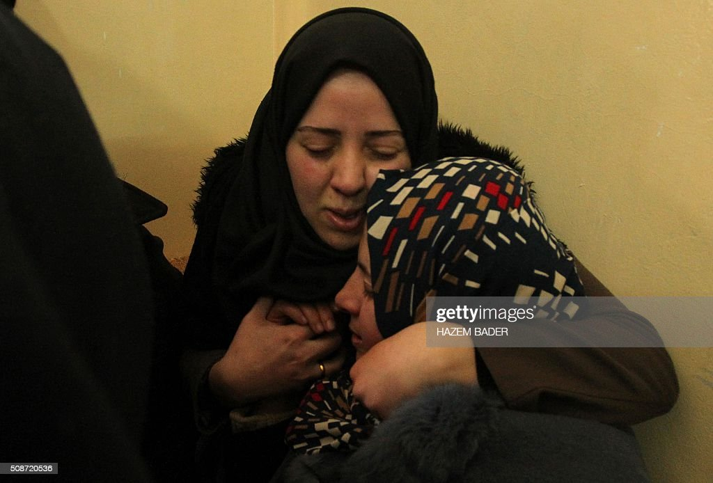 The mother (R) and sisters of Palestinian Haitham al-Bau, who was shot dead by Israeli soldiers after throwing a petrol bomb at a military jeep, mourn during his funeral in the village of Halhoul north of the West Bank city of Hebron, on February 6, 2016 BADER
