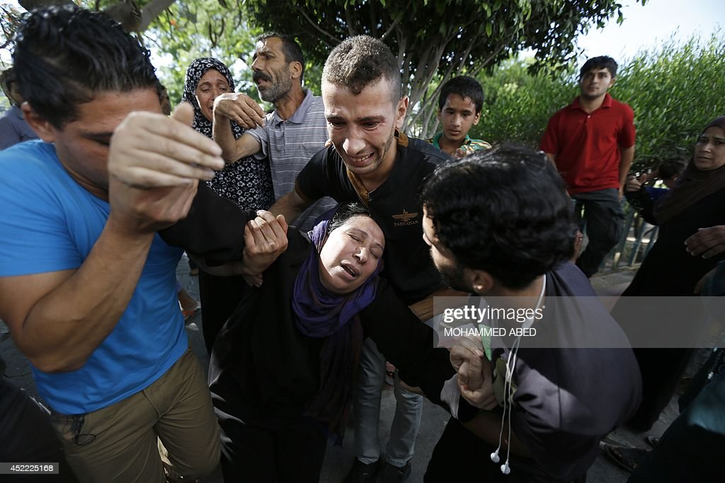 The mother of one of the four boys, all from the Bakr family, killed during Israeli shelling, collapses outside the al-Shifa hospital in Gaza City, on July 16, 2014. Four children were killed and several injured at a beach in Gaza City medics said, in Israeli shelling witnessed by AFP journalists. The strikes appeared to be the result of shelling by the Israeli navy against an area with small shacks used by fishermen. The deaths raised the overall toll in nine days of violence in Gaza to 213. AFP PHOTO / MOHAMMED ABED