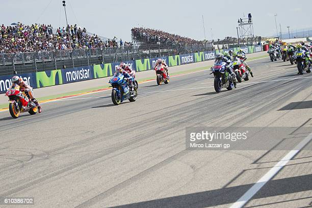 The MotoGP riders start from the grid during the MotoGP race during the MotoGP of Spain Race at Motorland Aragon Circuit on September 25 2016 in...