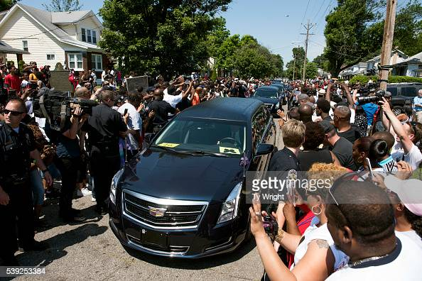 The motorcade Muhammad Ali drives along in the funeral procession motorcade on Grand Avenue in front of Ali's childhood home in on June 10 2016 in...