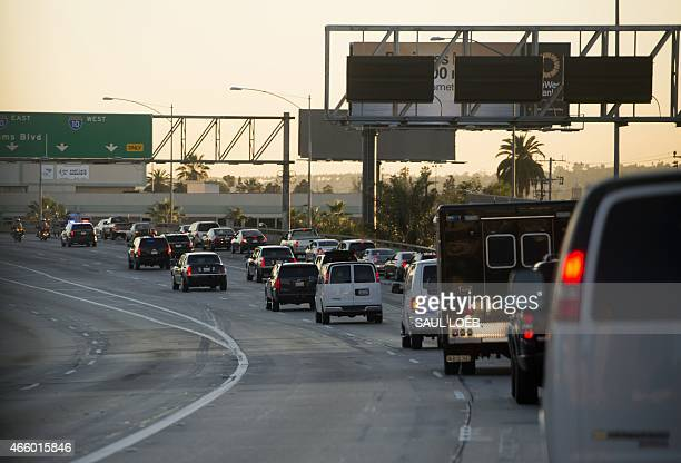 The motorcade of US President Barack Obama drives down the highway in Los Angeles California on March 12 2015 AFP PHOTO / SAUL LOEB