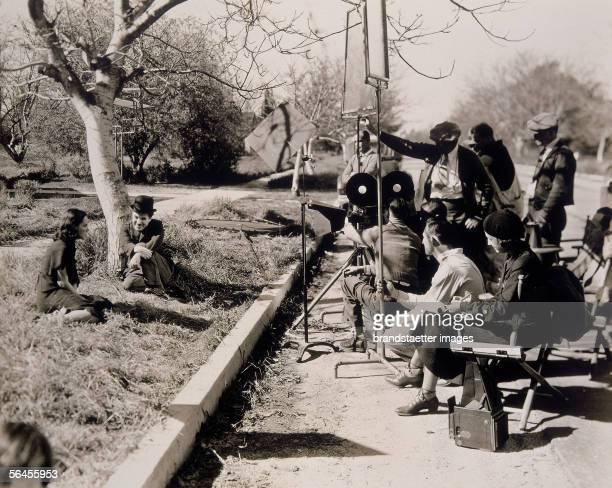 the movie 'Modern Times' in italian 'Tempi Moderni' dated 1936 starring Charlie Chaplin and Paulette Goddard