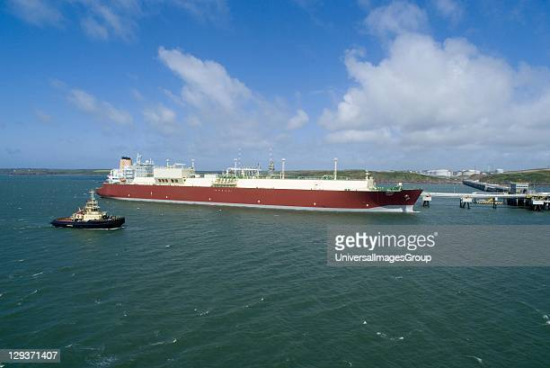 The 'mozah' world's largest LNG tanker total capacity 266000 m3 shipping qatargas to Europe docked at South Hook storage regasification plant tugboat...