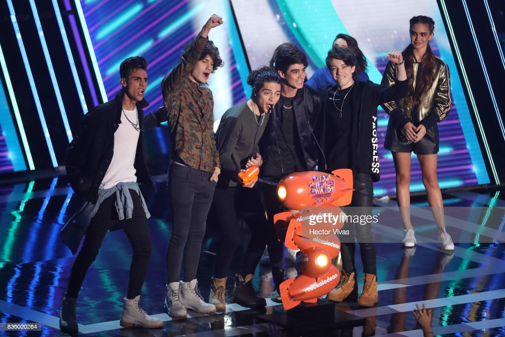 The music band CD9 celebrate after receiving an award during the Nickelodeon Kids' Choice Awards Mexico 2017 at Auditorio Nacional on August 19, 2017 in Mexico City, Mexico.