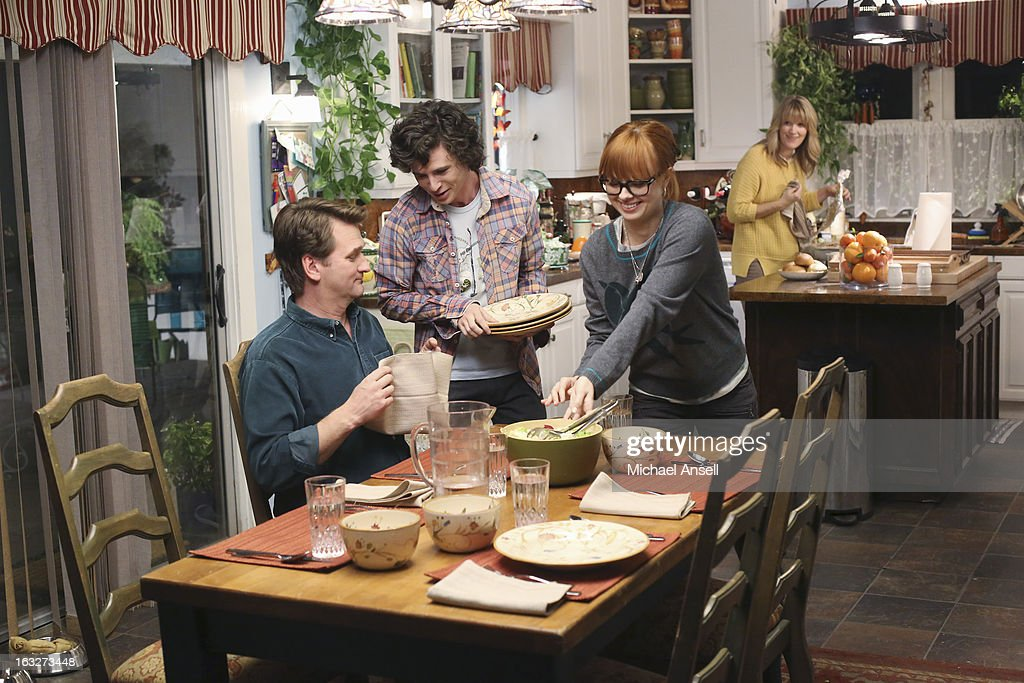 THE MIDDLE - 'The Name' - Frankie's sister, Janet (Molly Shannon), comes to the rescue and offers to help run the Heck household while Frankie studies for her dental assisting school finals. But the sheer amount of disorganization in the house throws perfectionist Janet for a loop. Meanwhile, when Cassidy's ex-boyfriend pays an unexpected visit from college, Axl tries to take the high road and not act like a jealous boyfriend; and Sue wants to legally change her middle name -- which is also Sue -- in order to have a normal name on her driver's license, on 'The Middle,' WEDNESDAY, MARCH 27 (8:00-8:30 p.m., ET) on the ABC Television Network. SACHOFF