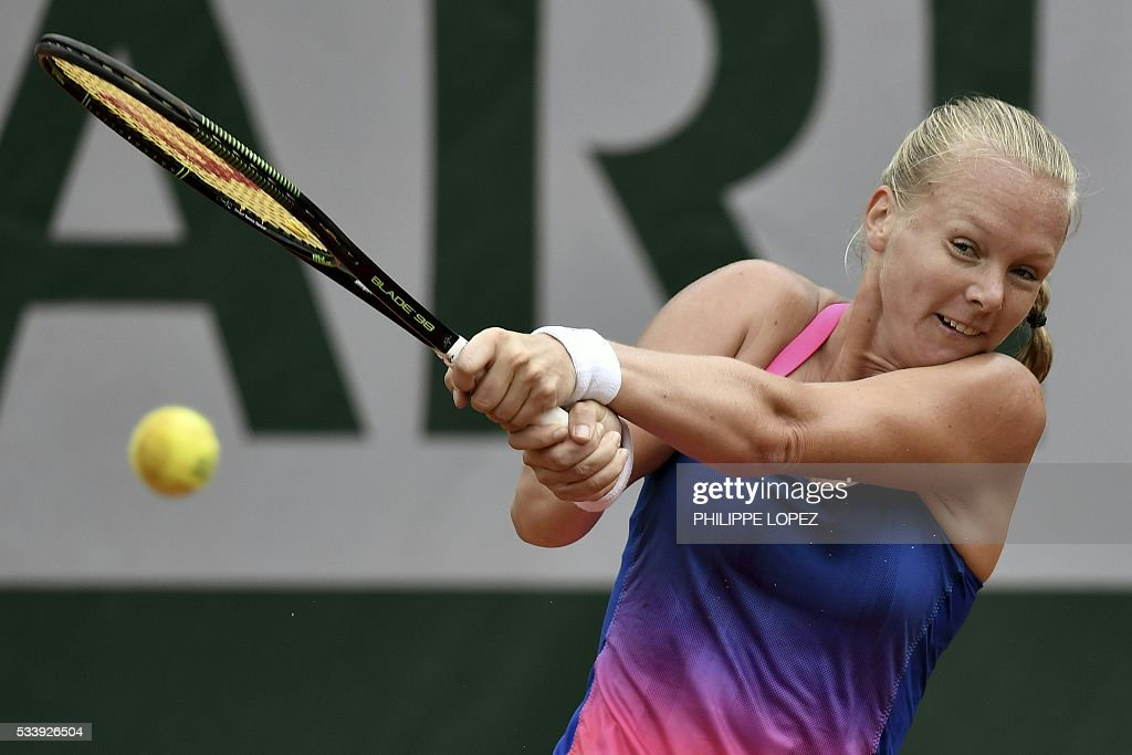 The Netherlands' Kiki Bertens returns the ball to Germany's Angelique Kerber during their women's first round match at the Roland Garros 2016 French Tennis Open in Paris on May 24, 2016. / AFP / PHILIPPE