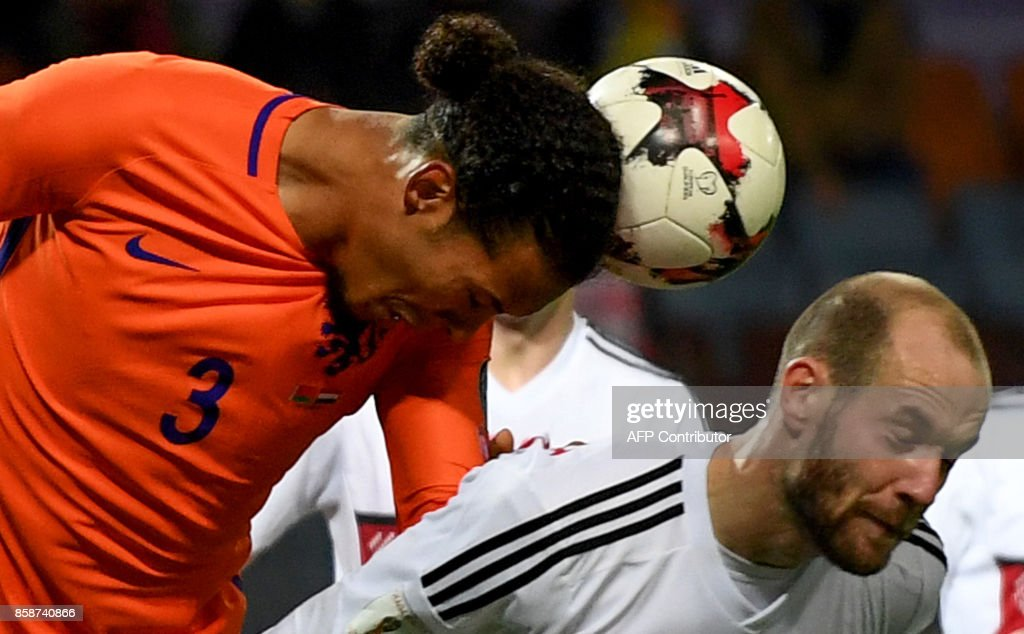 The Netherlands' Virgil Van Dijk (L) and Belarus' midfielder Ivan Maevski vie for the ball during the FIFA World Cup 2018 qualification football match between Belarus and the Netherlands in Borisov, outside Minsk, on October 7, 2017. / AFP PHOTO / Yuri KADOBNOV