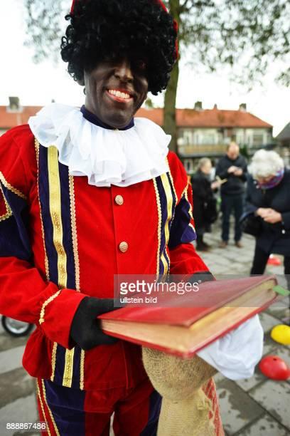 NLD The Netherlands Voorschoten Sinterklaas Zwarte Piet and his assistants are important figures in the imagination of children such as here in the...