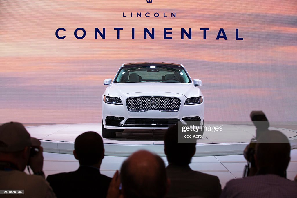 the new 2017 lincoln continental is unveiled during the. Black Bedroom Furniture Sets. Home Design Ideas