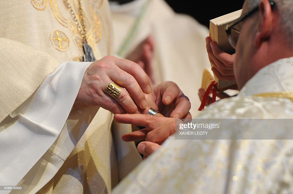 The new bishop of La Rochelle Georges Colomb receives a ring during his episcopal ordination by the Archbishop of Paris Andr Armand Vingt-Trois on May 5, 2016 at the Parc des expositions in La Rochelle, western France. / AFP / XAVIER