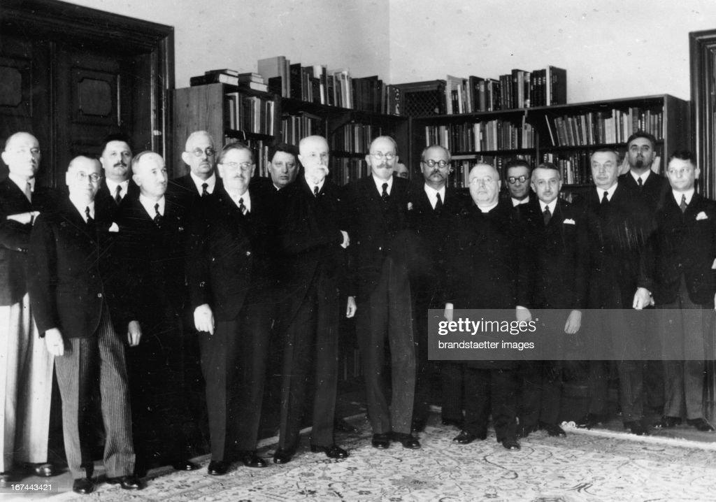 The new Czech government cabinet. From left: Hodza - Franke - Cerny, Edvard Benes - Czech - Malypetr - Nayman - Masaryk - Bechyne - Dostalek - Derer - Sramek - Kremar - Trapl - Spina - Necas - Machnik. 1935. Photograph. (Photo by Imagno/Getty Images) Das neue tschechische Regierungskabinett.. V. l. n.r.: Hodza - Franke - Cerny, Edvard Benes - Czech - Malypetr - Nayman - Masaryk - Bechyne - Dostalek - Derer - Sramek - Kremar - Trapl - Spina - Necas - Machnik. 1935. Photographie.