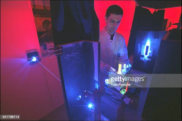 The new Euro banknotes feature holograms that are extremely difficult to counterfeit thanks to the technology designed by 'Hologram Insustries' An...