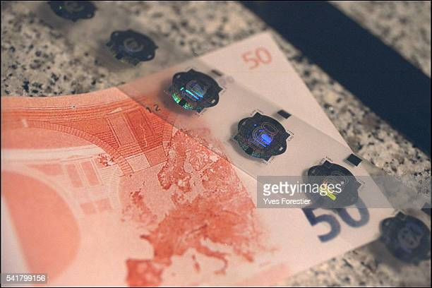 The new Euro banknotes feature holograms that are extremely difficult to counterfeit thanks to the technology designed by 'Hologram Insustries'...