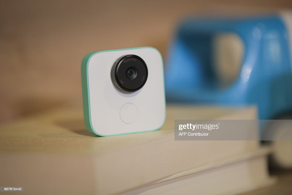 The new Google Clips wireless camera is seen at a product launch event on October 4, 2017 at the SFJAZZ Center in San Francisco, California. Google unveiled newly designed versions of its Pixel smartphone, the highlight of a refreshed line of devices which are part of the tech giant's efforts to boost its presence against hardware rivals. / AFP PHOTO / Elijah Nouvelage