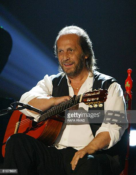 The new Prince of Asturias Arts prize winner Spanish guitarist Paco de Lucia responds to applause 17 July 2004 during the 28 VitoriaGasteiz Jazz...