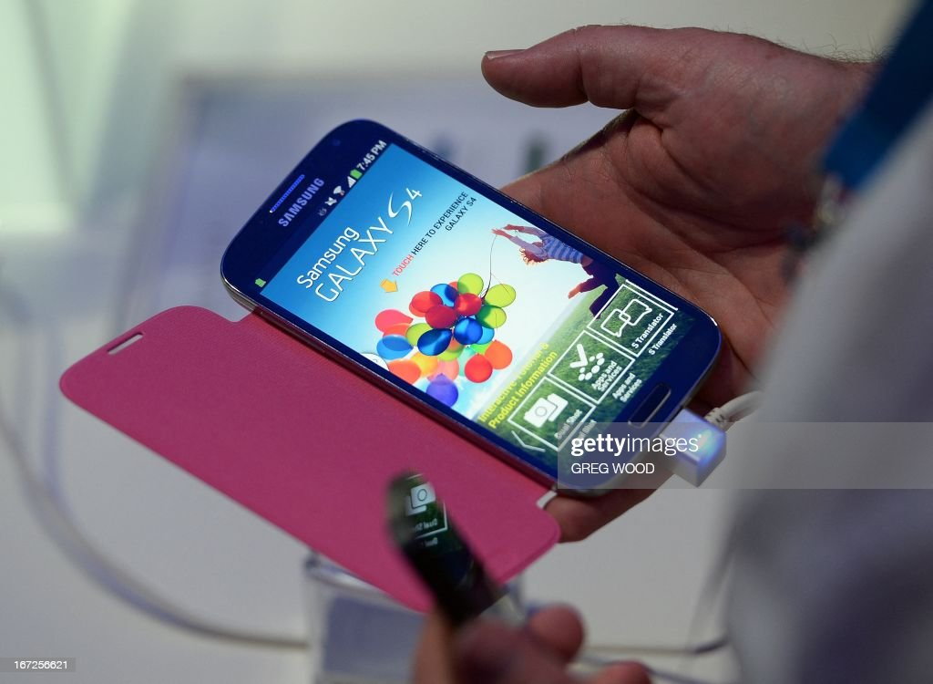 The new Samsung Galaxy S 4 smartphone is launched at the Sydney Opera House on April 23, 2013. Samsung announced that Australia would be among the first countries to get the new Galaxy S 4, which goes on sale globally on April 27 in the latest high-tech salvo of its smartphone battle with Apple. AFP PHOTO / Greg WOOD
