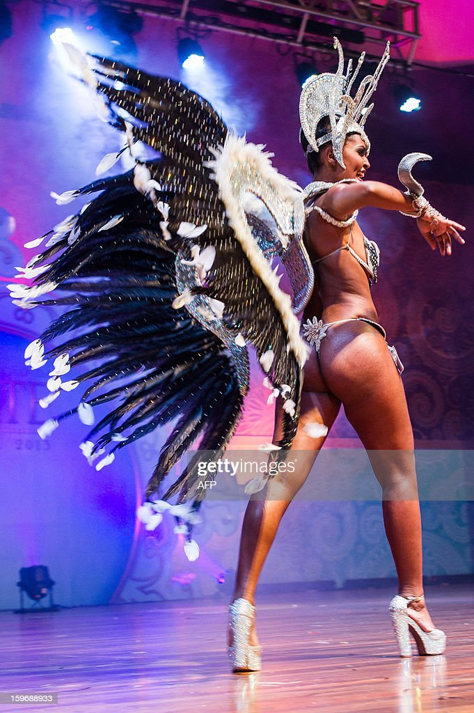 The new second Princess of Sao Paulo's Carnival, Jessica Cristine da Silva, dances during the competition for new King, Queen and Princess of the Carnival parade in Sao Paulo, Brazil, late on January 17, 2013. Sao Paulo's carnival is scheduled for February 8 and 9. AFP PHOTO/YASUYOSHI CHIBA