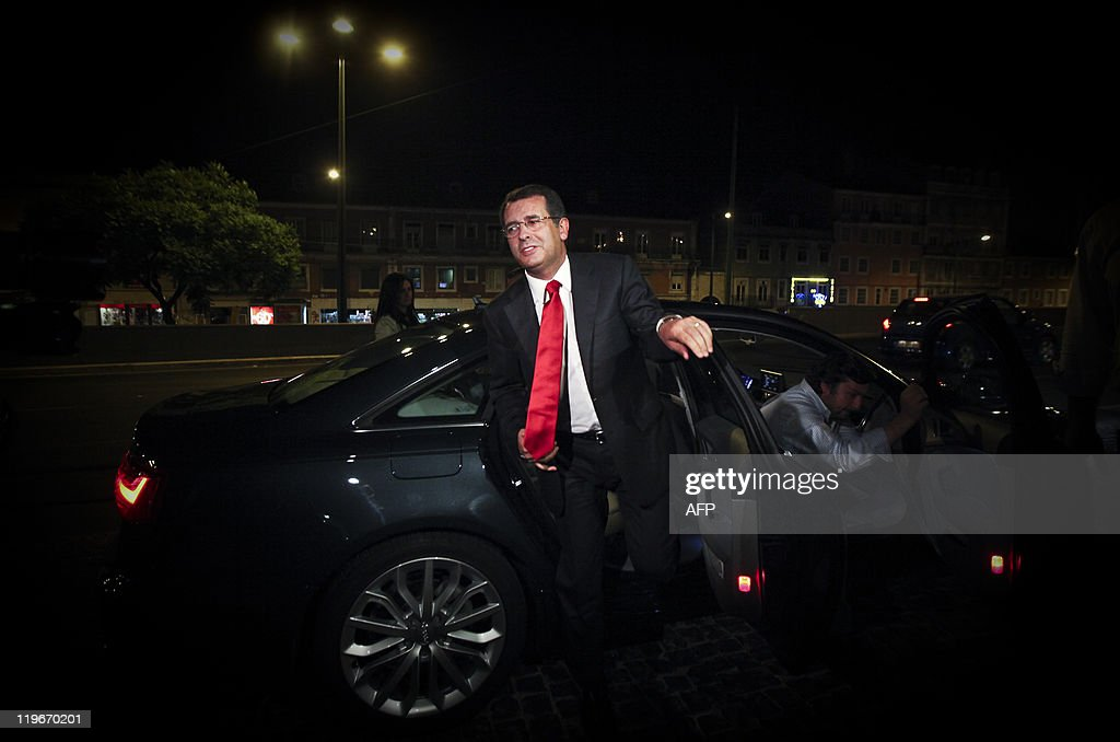 The new secretarygeneral of the Socialist party Jose Antonio Seguro arrives at the party headquarters after winning the elections against his...