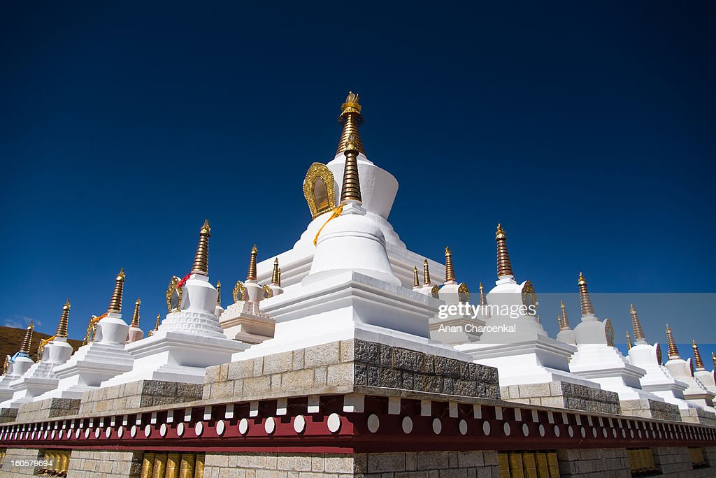 CONTENT] The new symbol of Daocheng city. The large stupa represents the faith of the Tibetan culture in this area.