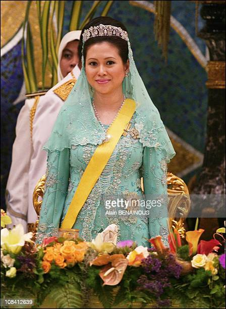 The new wife of Sultan the queen Azrina at Isantana Palace in Brunei Darussalam on July 15 2006