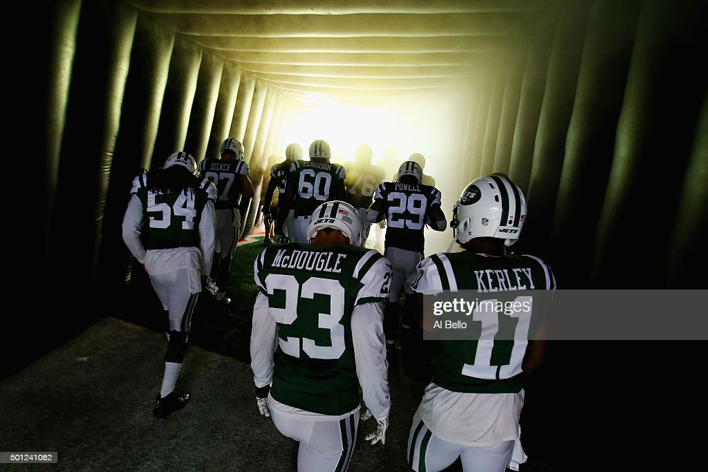 The New York Jets wait to enter the field against the Tennessee Titans before their game at MetLife Stadium on December 13, 2015 in East Rutherford, New Jersey.