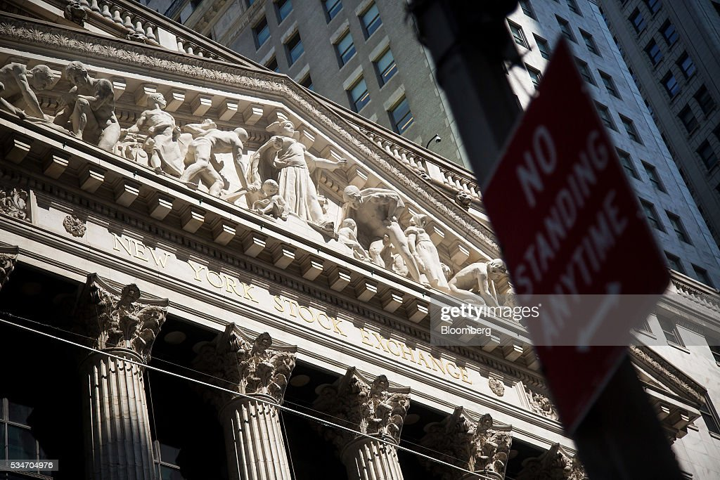 The New York Stock Exchange (NYSE) stands in New York, U.S., on Friday, May 27, 2016. U.S. stocks edged higher, with the S&P 500 on course for its biggest weekly advance since March, while investors awaited remarks from Federal Reserve Chair Janet Yellen for hints on the timing of the next interest-rate increase. Photographer: Michael Nagle/Bloomberg via Getty Images
