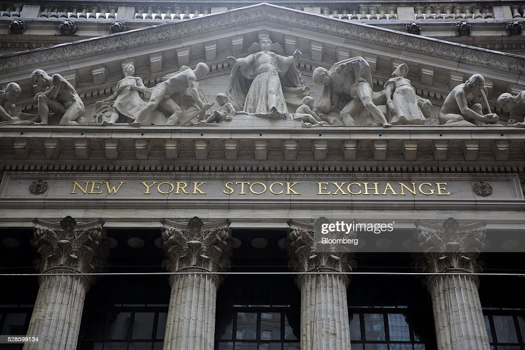 The New York Stock Exchange (NYSE) stands in New York, U.S., on Friday, May 6, 2016. U.S. stocks retreated a fourth day, with the S&P 500 poised for its first back-to-back weekly drop since February, after the smallest jobs gain in seven months raised doubts about the strength of the worlds largest economy. Photographer: Victor J. Blue/Bloomberg via Getty Images