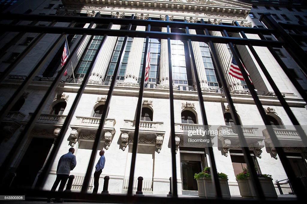 The New York Stock Exchange (NYSE) stands in New York, U.S., on Monday, June 27, 2016. U.S. stocks resumed a selloff sparked by Britain's shock vote to leave the European Union, with the Dow Jones Industrial Average falling more than 300 points after equities on Friday tumbled the most in 10 months. Photographer: Michael Nagle/Bloomberg via Getty Images